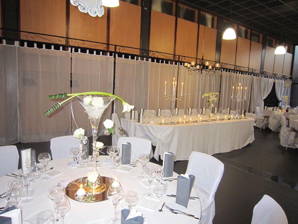 location panneaux de voilage pour mariage et c r monie en. Black Bedroom Furniture Sets. Home Design Ideas